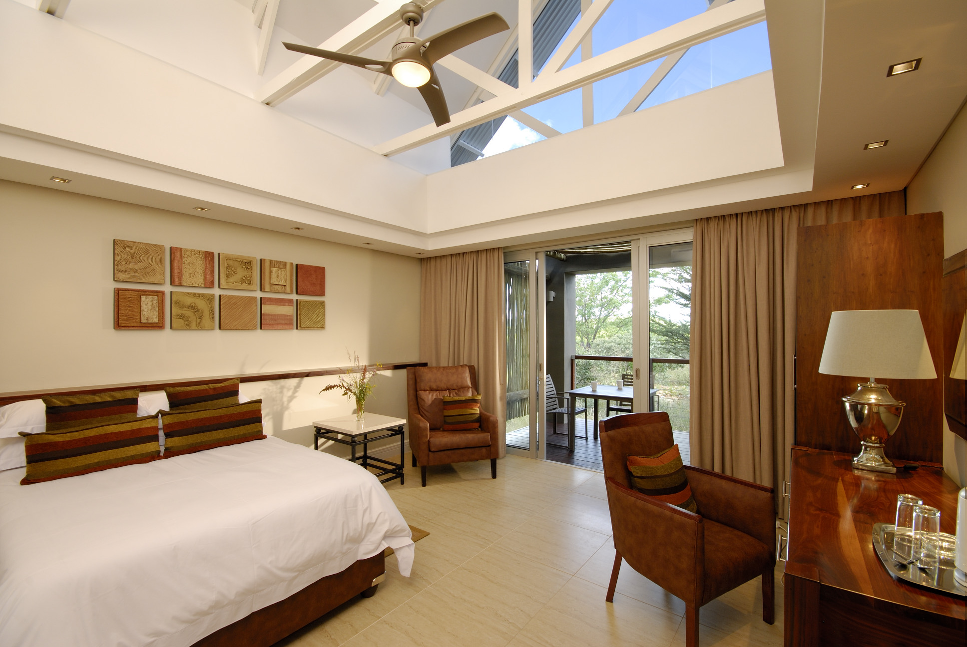 Suite (Includes 1 room with 1 double bed with kitchen and lounge)